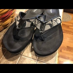 Coach flip flops size 9.5 like new